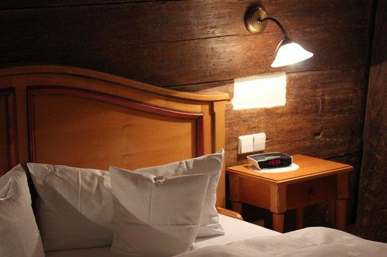 Hotel Restaurant Herrenkueferei: Hotelzimmer mit 600 Jahre altem Gebälk