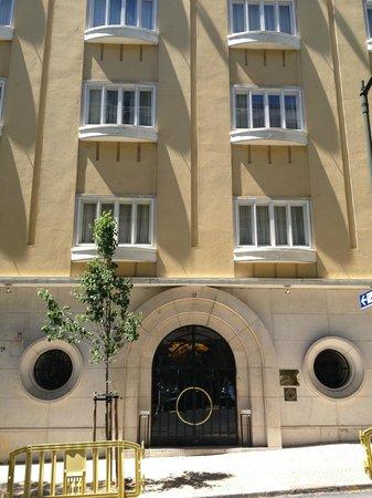 Britania Hotel: Hotel entrance - Art Deco styling