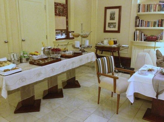 Britania Hotel: One half of breakfast service