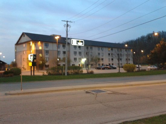 Residence & Conference Centre - Kitchener-Waterloo: The outside of the hotel