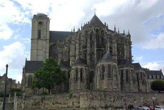 Cathédrale de Saint-Julien de Mans : Le mans Cathédrale vu des Quinquonces