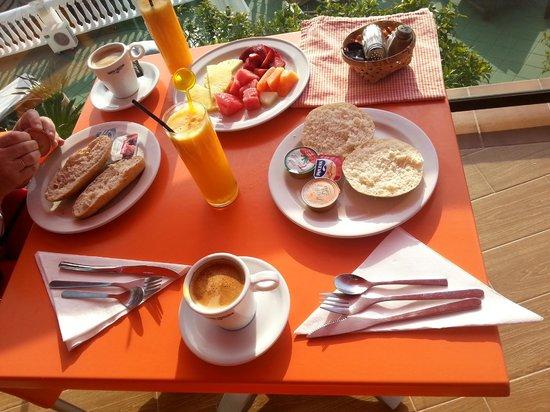 Hostal Casa Mercedes: Café de máquina y zumo de naranja recien hechos