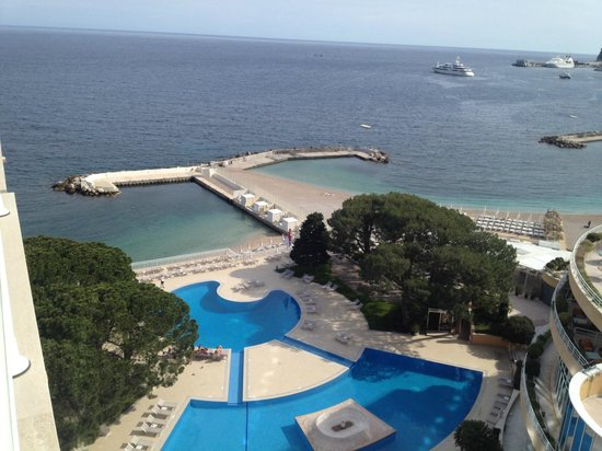 Le Meridien Beach Plaza : view from the patio..pool and harbor