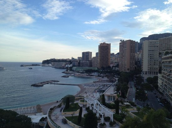 Le Meridien Beach Plaza: room view looking towards the city