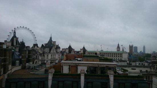 LSE Northumberland House : Вид из окна.