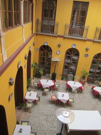 Hotel Mezquita: Interior courtyard from room
