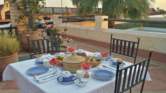 Riad l'Orangeraie: Gorgeous breakfast on the terrace