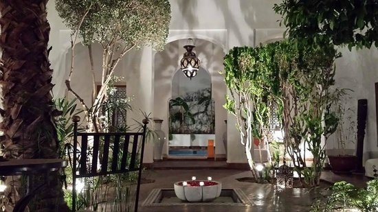 Riad l'Orangeraie: The elegant courtyard which opens out to the pool area