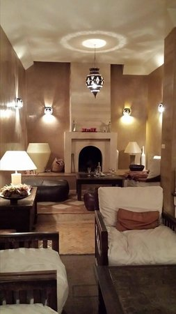 Riad l'Orangeraie: This elegant but cozy common area is for dining, or just relaxing