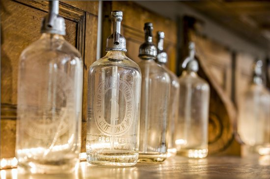 506 On The River Inn : Vintage glassware