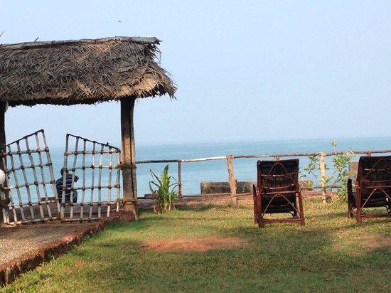 Kadaltheeram Ayurvedic Beach Resort: Garten mit Blick auf Meer