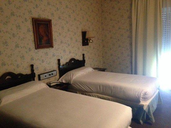 Hotel Palacio de Valderrabanos: habitacion vieja