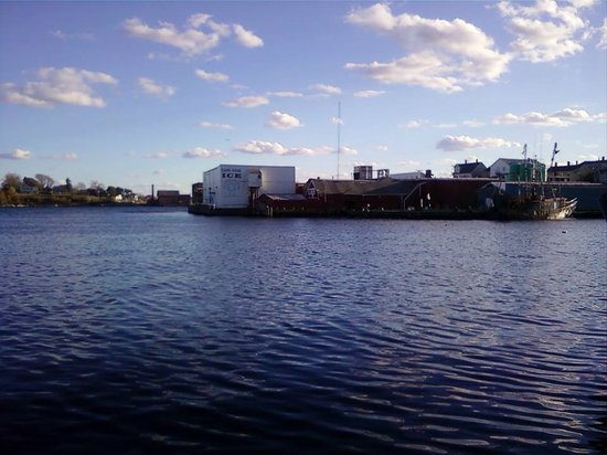The Gloucester House Restaurant: View of Cape Pond Ice from Seven Seas Wharf