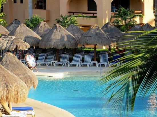 Iberostar Paraiso Maya: Close up from balcony (7:16am) - more available here