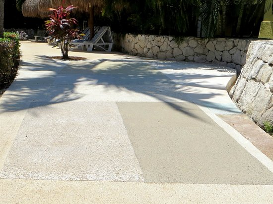 Iberostar Paraiso Maya: Anti-slip Concrete Test Strips
