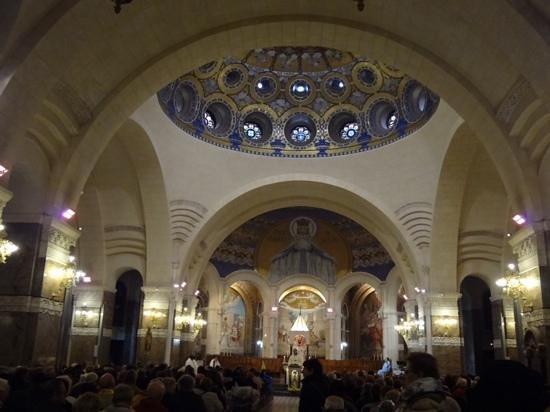 Sanctuaire Notre Dame de Lourdes : 聖堂