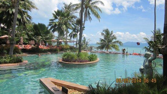 Anantara Bophut Koh Samui Resort : Pool and Beach