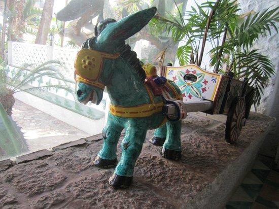 Residencia Miami Hotel: Turquoise donkey