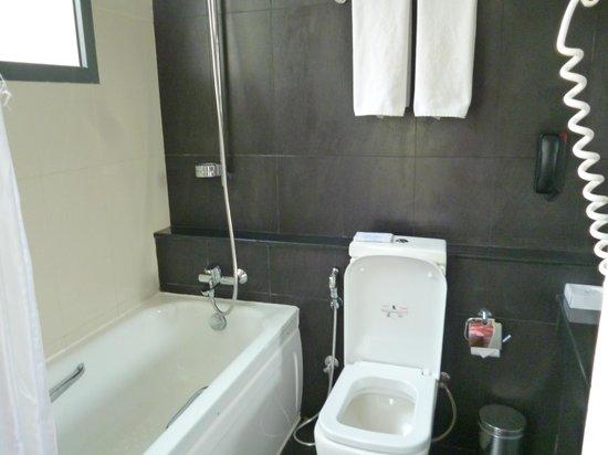 Turyaa Kalutara: Bathroom