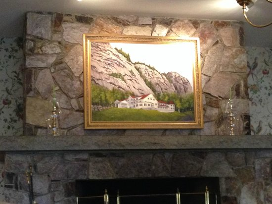 White Mountain Hotel and Resort: Lobby over the huge fireplace.