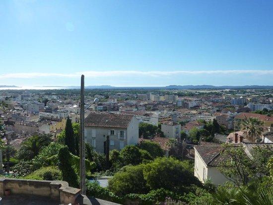 CASTEL PIERRE LISSE : Vue de la ville de Hyères
