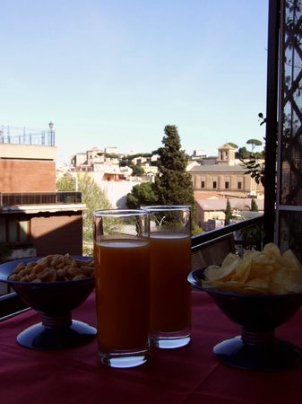 Naturalmente Roma: An aperitive on the balcony looking the Vatican Museum on the horizon