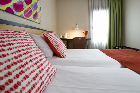 Hotel Paris Louis Blanc: Chambre standard - Standard Room - Hôtel Paris Louis Blanc