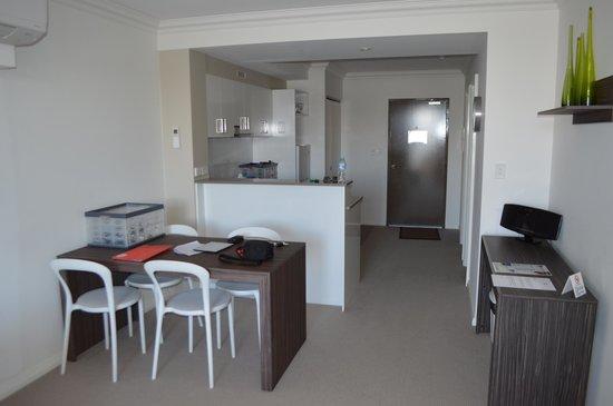 Dolphin Quay Apartment Hotel: Kitchen