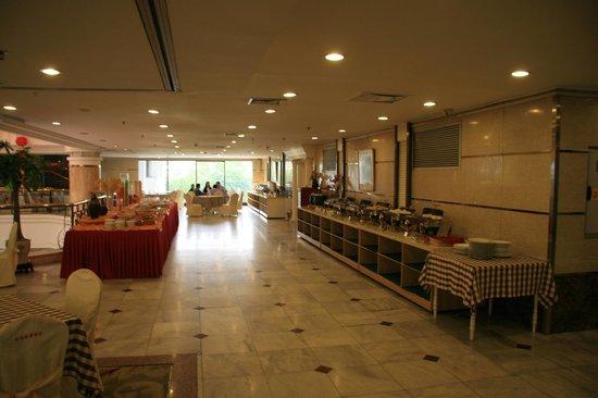 Guilin Park Hotel : Spisesalen, stor og lekker