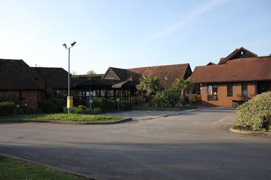 Premier Inn Sandhurst Hotel: Outside Hotel