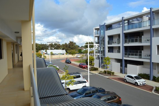 Dolphin Quay Apartment Hotel: View on the backside of apartment