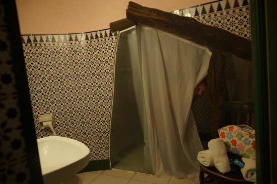 Can Cuadros: Me (not a ghost) in the interesting shower!