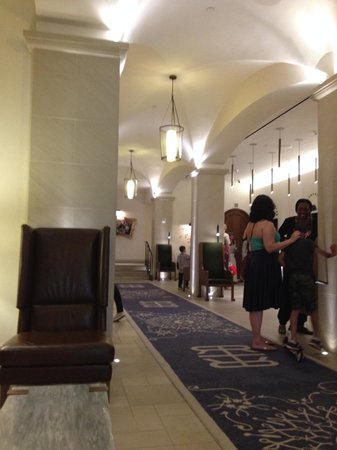 Refinery Hotel: Lobby