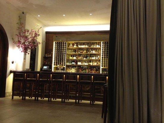 Refinery Hotel: Lobby bar