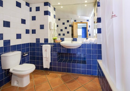 Alpinus Hotel: Bathroom