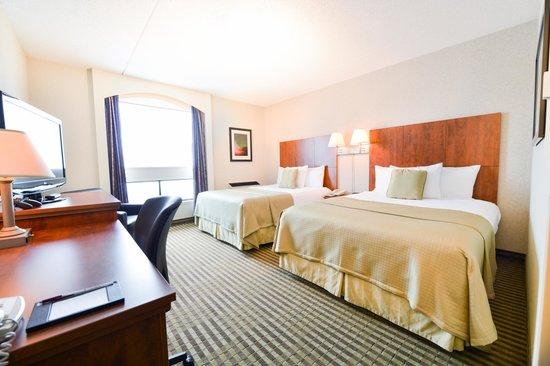 Victoria Inn: Deluxe Room 2 Queen Beds