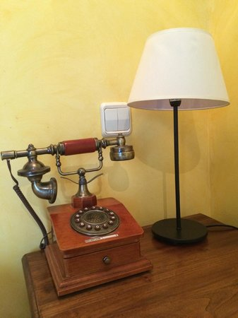 Hosteria Natura : The antique telephone actually works.