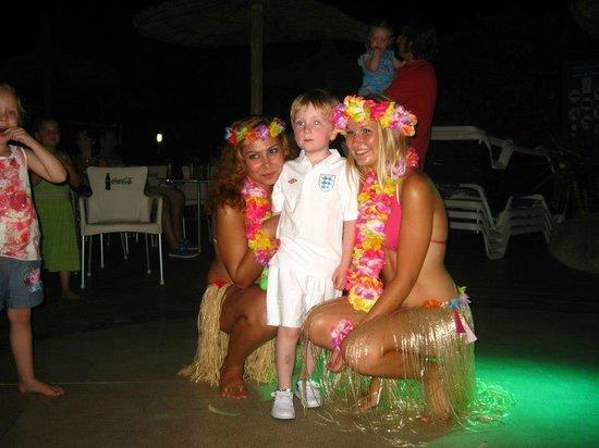 Alba Seleqtta Hotel: Animación - noche hawaiiana