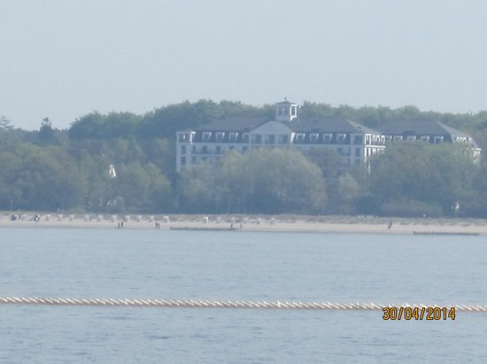 Upstalsboom Hotelresidenz & SPA Kuhlungsborn : Hotel - viewed from the Ostsee.