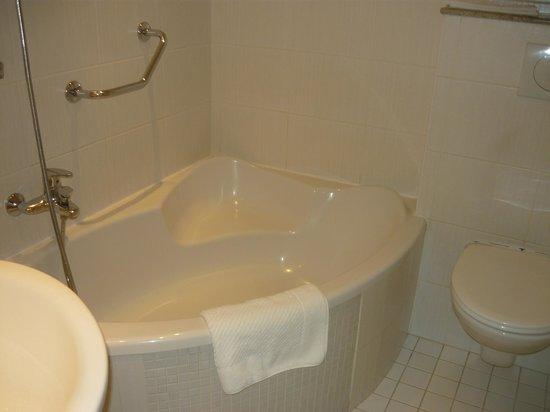 Hotel Julian: Большая ванная