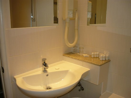 Hotel Julian: Ванная комната