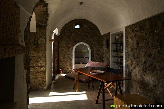 Dammuso Fico d\'India - Soggiorno/Camera da Letto - Foto di Giardini ...