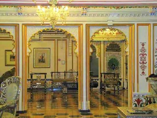 Chunda Palace Hotel: Lobby decor