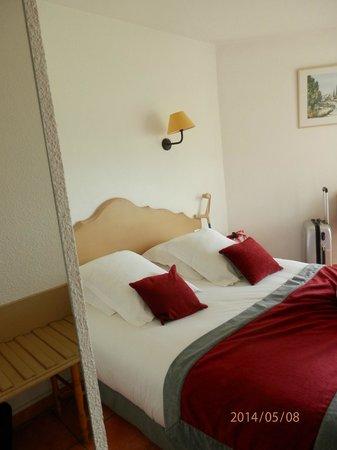 Best Western Hotel Paradou: chambre vue de l'entrée