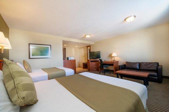 Victoria Inn: Premier Room 2 Queens Beds