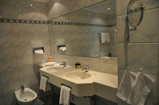 Best Western Premier Kaiserhof Wien: Ванная комната