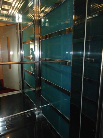 Hurriyet Hotel: Ascenseur