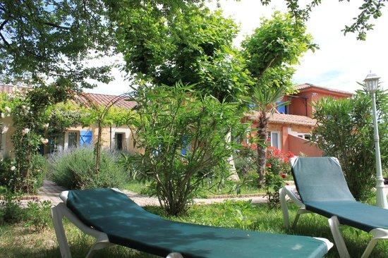 Court'Inn Suites : Jardin T2