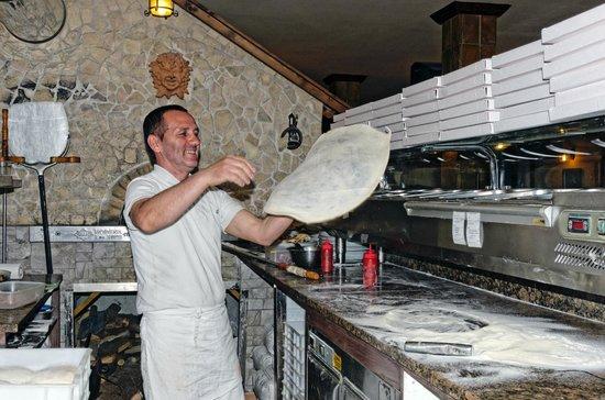 """I Cavalieri: Pizza """"al volo"""""""