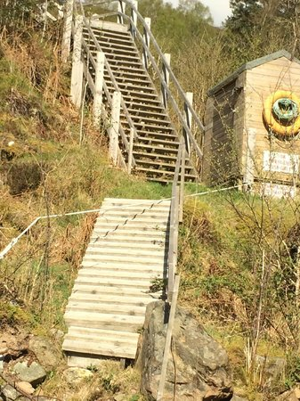 Great Glen Lodges: Steps down to Beach from Lodge